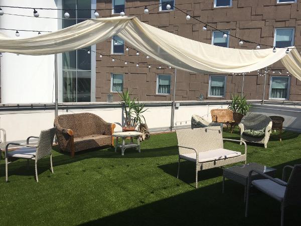 Che vantaggi hai nel coprire un tetto con l erba sintetica