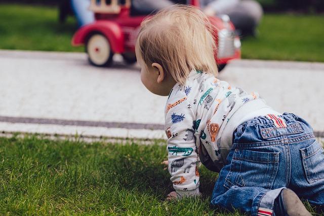 Alcuni genitori sono scettici sull'erba sintetica a scuola